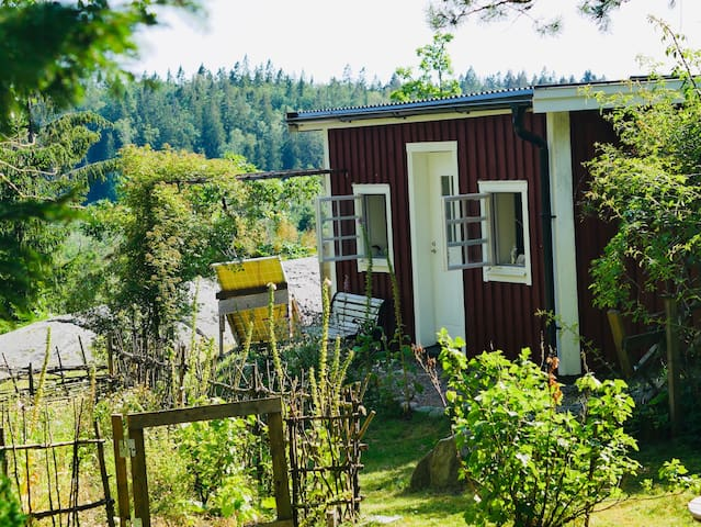 Cottage with lovely view and 5 min walk to a lake