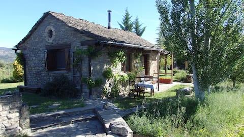 Separate house and spacious garden(Casa Gautama)
