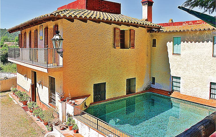 Holiday cottage with 4 bedrooms on 200 m² in L'Aleixar