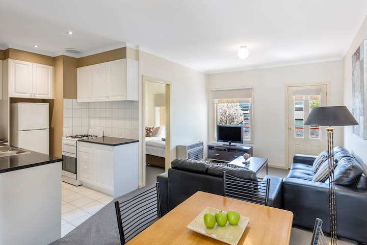 2 bedroom apartment in Hawthorn East