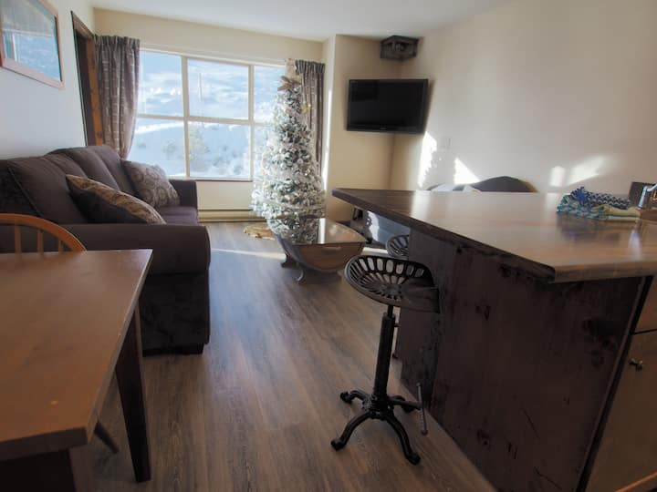 1 Bedroom Apex village suite with ski hill views