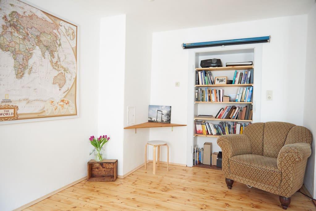 Living room / 2nd bedroom /