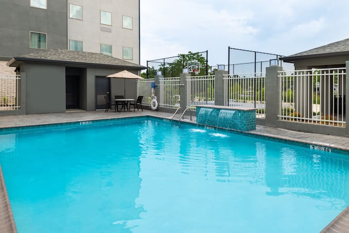 Outdoor Pool. Free Breakfast. Great for Business Travel!