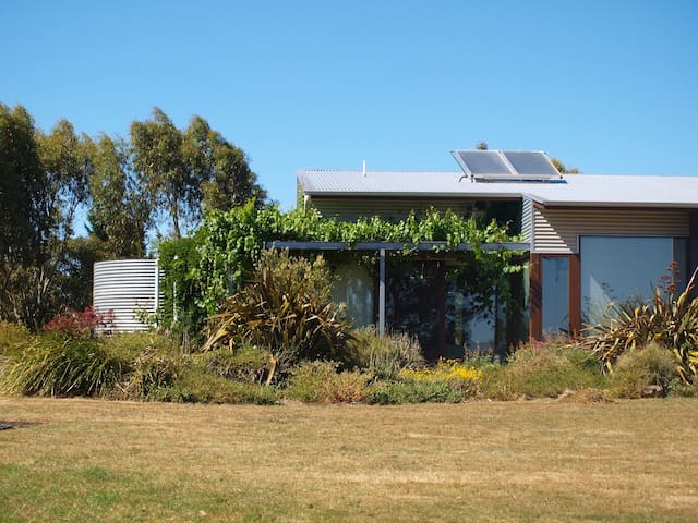 Contemporary home, magnificent uninterrupted views - Woodend - Ev