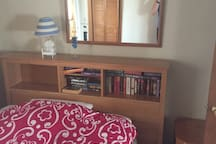 Double bed in middle bedroom