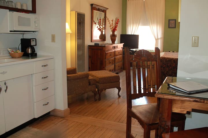 Canyon Rose Suites, Suite 6 - Bisbee