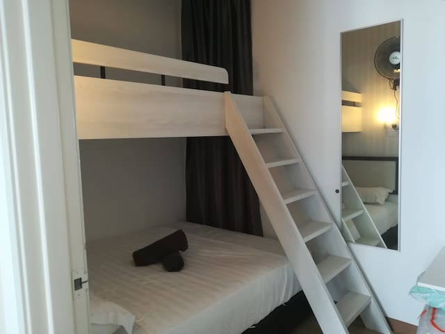 Up super single, down queen bed