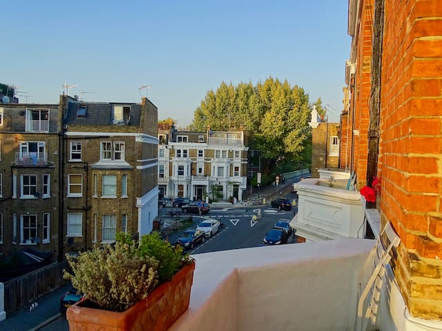 Luxury 1 bed apartment near Holland Park