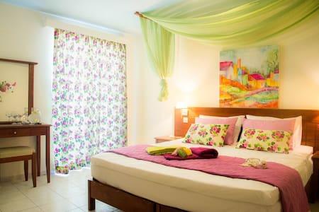 Room inside Philoxenia Hotel - Malia - Bed & Breakfast