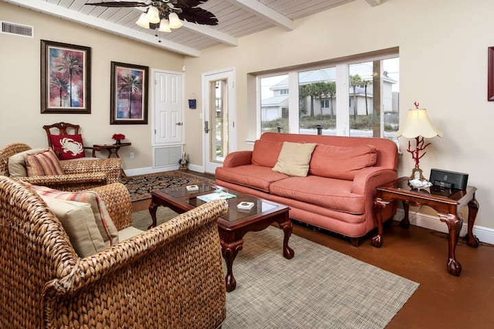 Dog friendly beach home w/ raised deck, outdoor shower, and more!