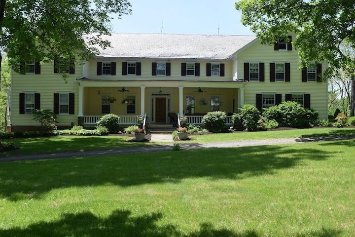 Warm 5-Bedroom Colonial Home--Hudson River Valley