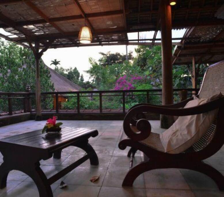 Bale Gajah: Traditional Balinese living room