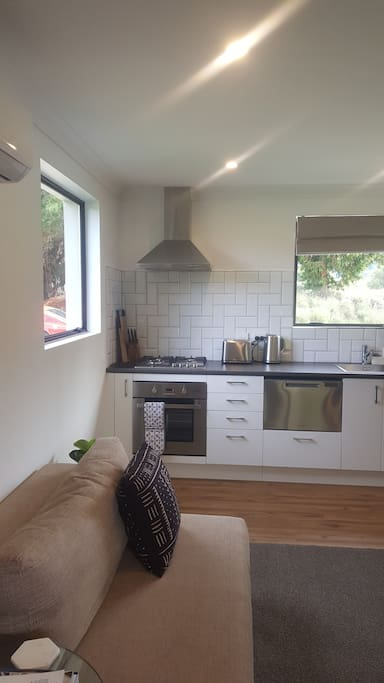 Gas hob and full kitchen facilities
