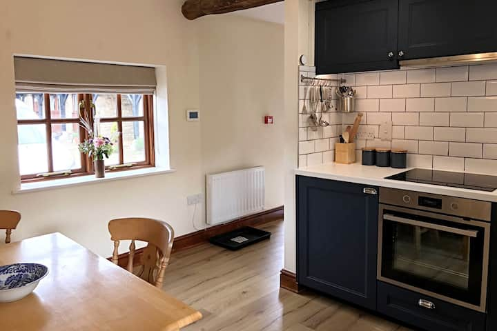 Well Cottage - Compact & Cosy!