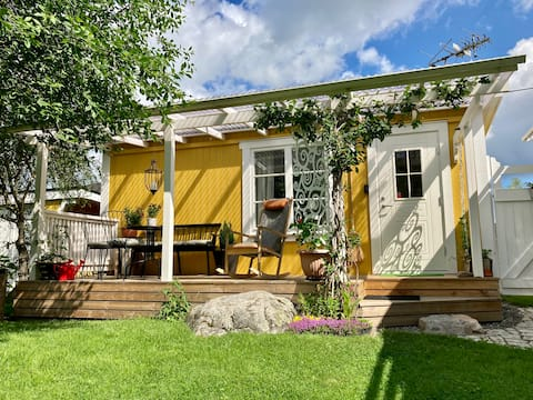 🌈 The yellow cabin 🌼