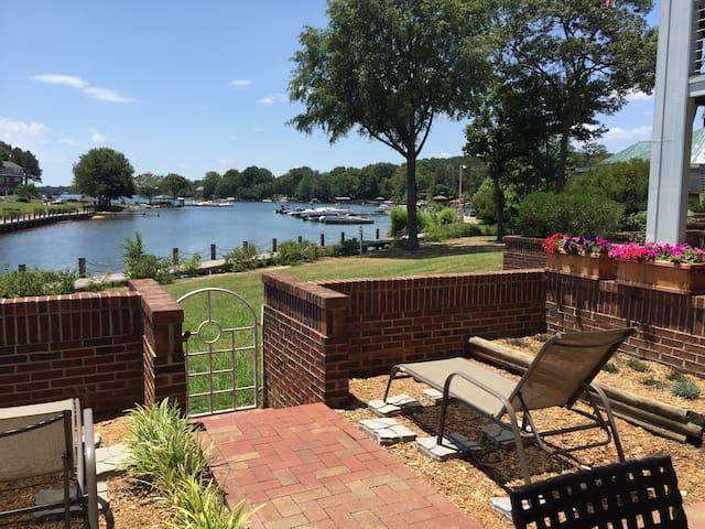 Lake Norman 1st floor condo 3br/2ba w/pool &tennis