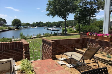 Lake Norman 1st floor condo 3br/2ba w/pool &tennis - Cornelius