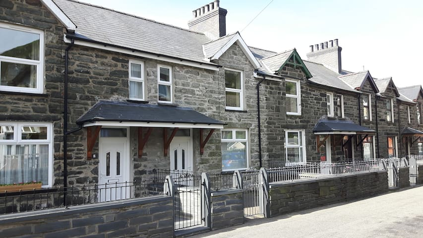 2 bed terrace in Blaenau ffestiniog dog friendly