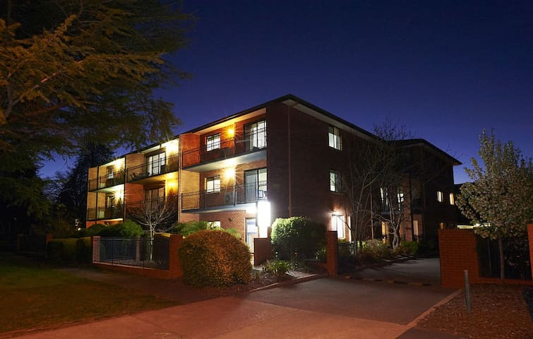 Oxley Court Serviced Apartments 4