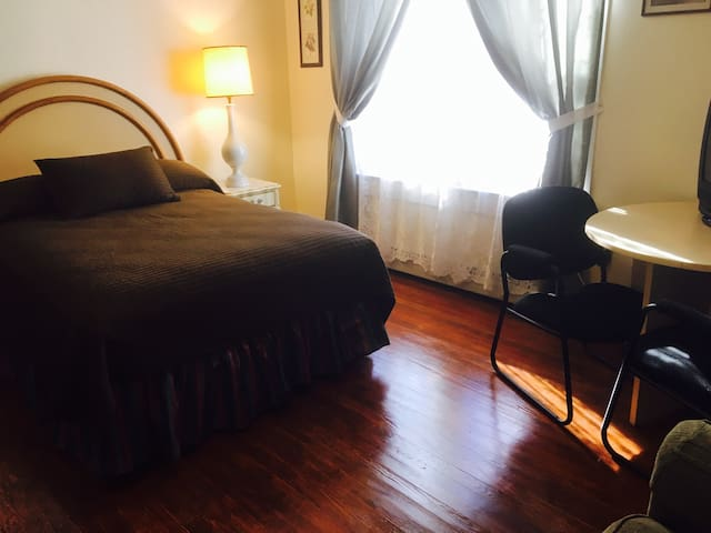 Cozy Room Near Bethel Woods and Villa Roma #10