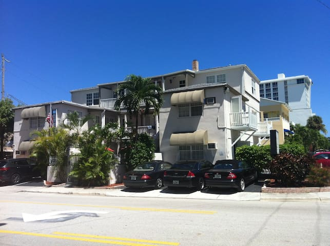 1BR apt on fort lauderdale beach, wifi, tv, office - Fort Lauderdale - Apartment