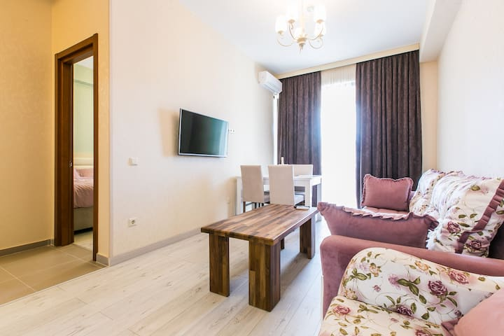 One-bedroom Apartment With Balcony - Tiflis - Daire