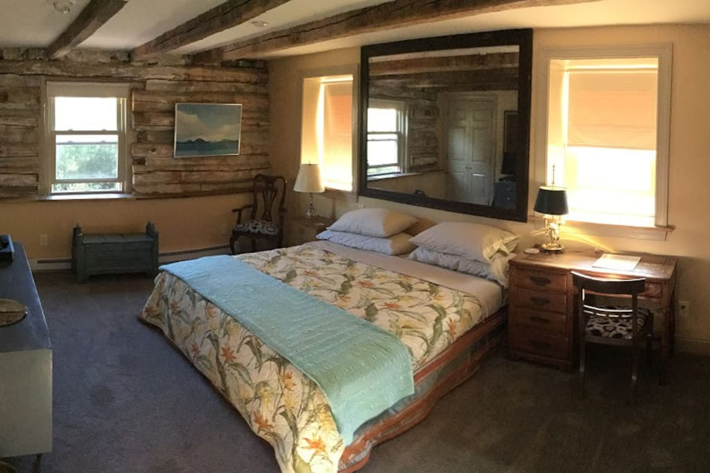 A slight panorama of the bedroom.