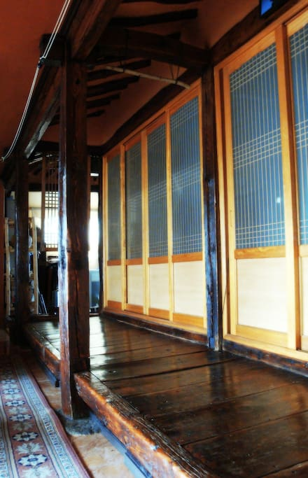 Traditinal Korean-stlye wooden floor. After the remodeling, it locates inside of the house for having a rest with tea or coffee.