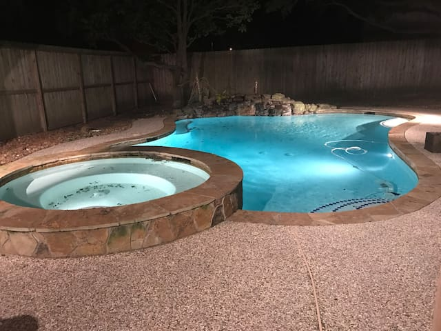 4 BR with heated pool in Katy for Super Bowl - Katy - Hus