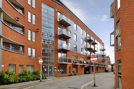 1 Bedroom Apartment close to Leeds City Centre - Leeds - Apartemen