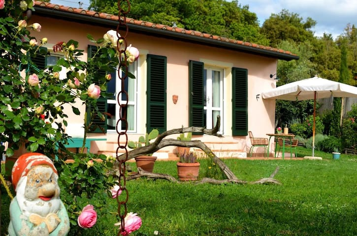 TUSCANY ROOM GARDEN AND ART STUDIO - Pomarance - Villa