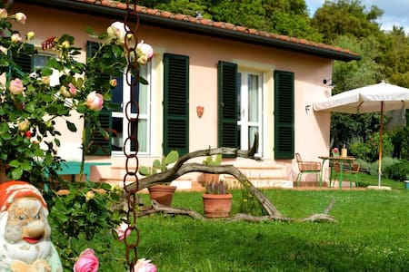 TUSCANY ROOM GARDEN AND ART STUDIO - Pomarance