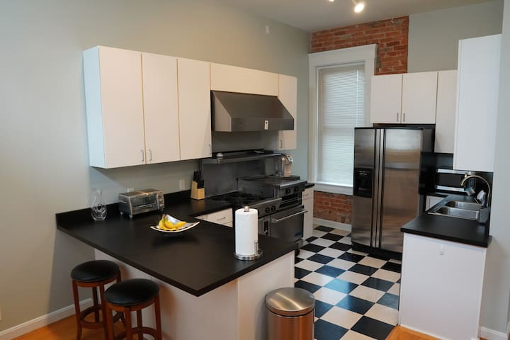 Spacious Condo - OTR/UC/Downtown/US Bank Arena
