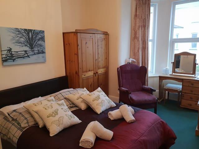 Charming double en-suite - Breken Guest House