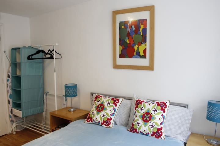 Cute Apartment in a Quiet Cirencester Street