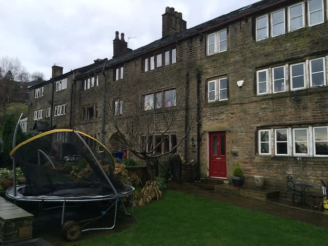 Idyllic Luxury Apartment  Saddleworth on doorstep.