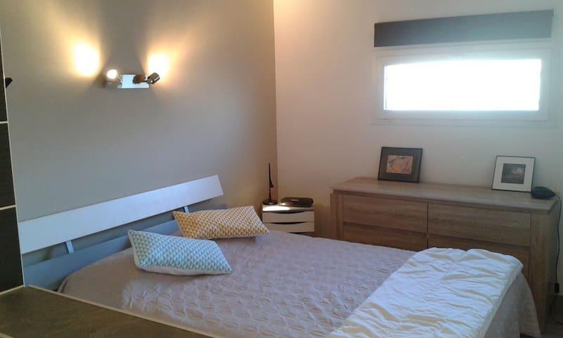 chambre independante dans maison - Saint-Estève - Talo