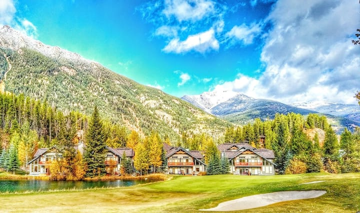 Wolf Lake@Panorama · Ski in / Ski out - 4 Bed/4 Bath home - Private Hot Tub!