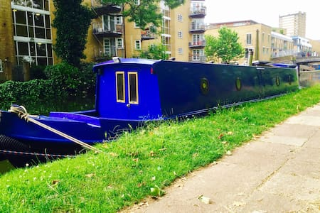 Delightful narrowboat with double bed - Londra