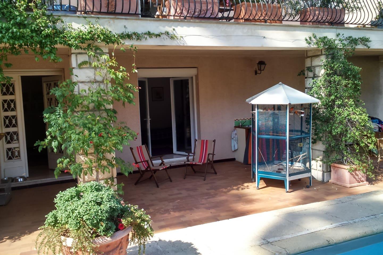 Accès terrasse - piscine - jardin