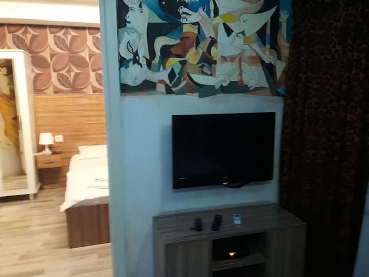 İzmir Alsancak da  4 kişilik aile dairesi
