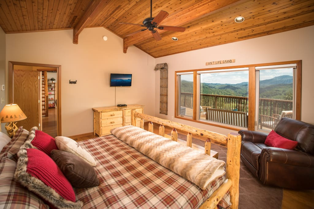 Wake up with stunning views, in this private master suite with king bed