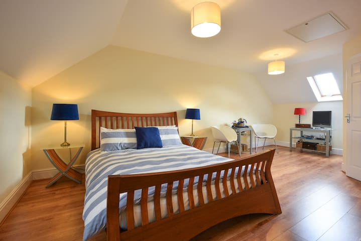 Big double, private floor, ensuite & 2 bicycles!