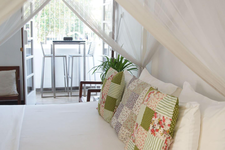 NEW CHARMING WHITE ROOM