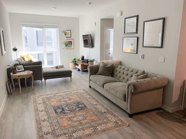 Style in a Prime Location: New Oakland Lux 2 Bed