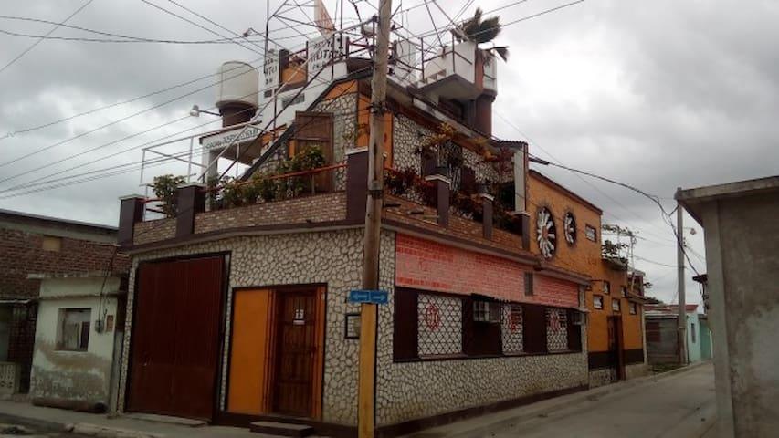 Lito's house restaurant pub puerto padre