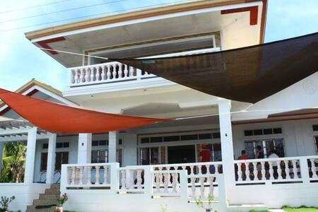 Cozea Beach Lodge Maniwaya - AC Room (8pax)