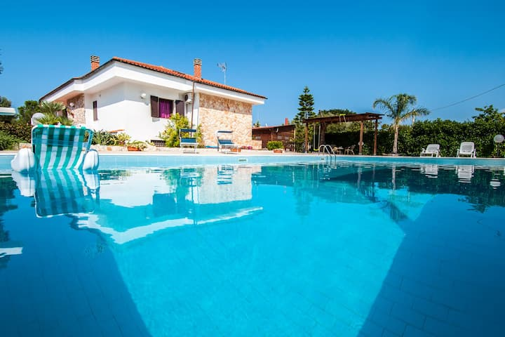 Spacious Villa with Pool in Puglia for 8 people
