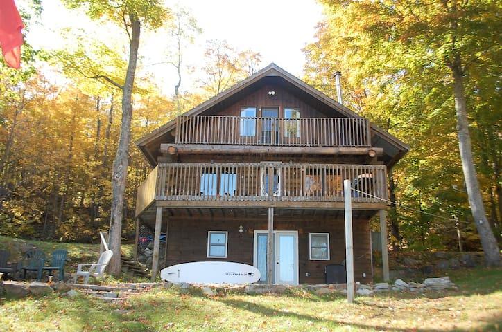 Quiet Waterfront Log Cottage