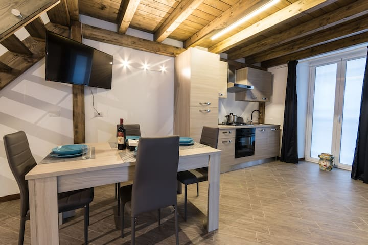 cucina e sala pranzo / kitchen and dining space
